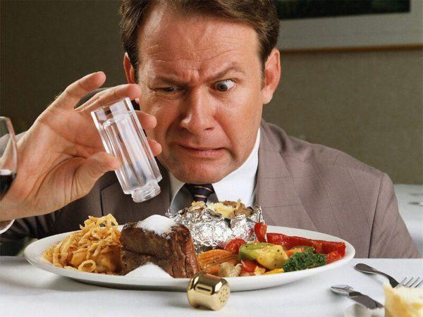 Неправильное питание вкупе с употреблением алкоголя приводит к ухудшению качества жизни и замедлению темпов проводимого лечения