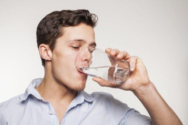Перед процедурой нужно выпить воды