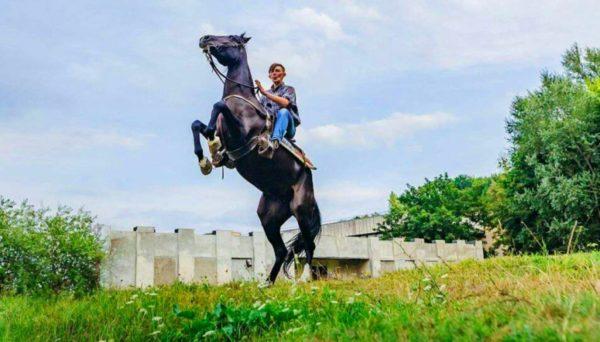 Во время конной езды часто происходят микротравмы промежности