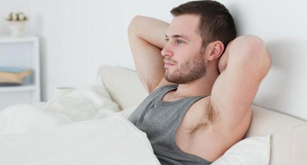 Почему у мужчин по утрам стоит член: причины и что делать, если не встает