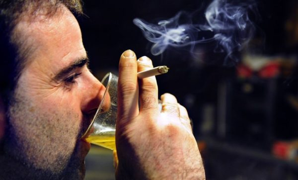Вредные привычки самым отрицательным образом сказываются на потенции мужчины