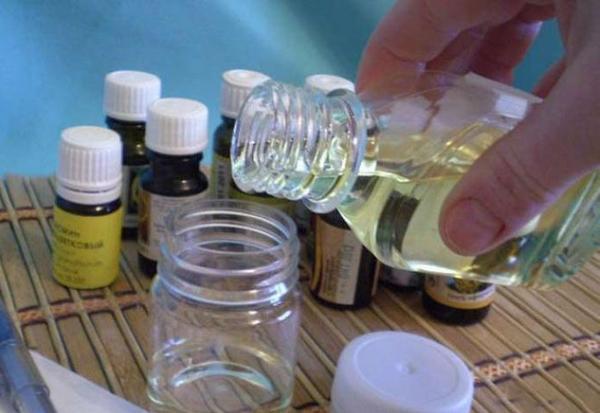 На основе масел можно самостоятельно приготовить женские духи