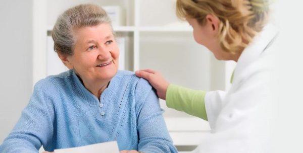 Женщинам старше 50-ти лет необходимо регулярно сдавать кровь на анализ