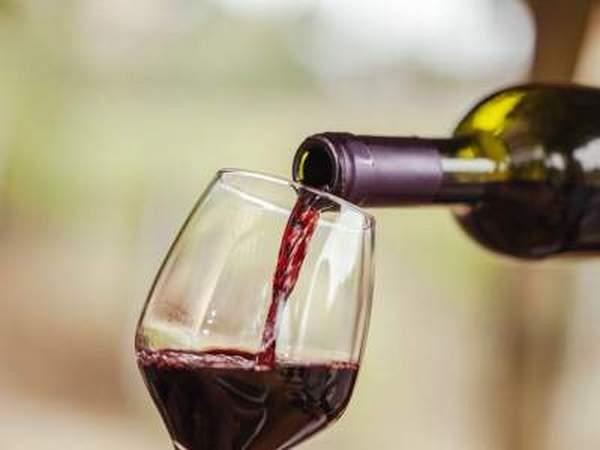 Чтобы не сталкиваться с алкогольным энурезом, важно употреблять алкоголь редко и в малых дозах