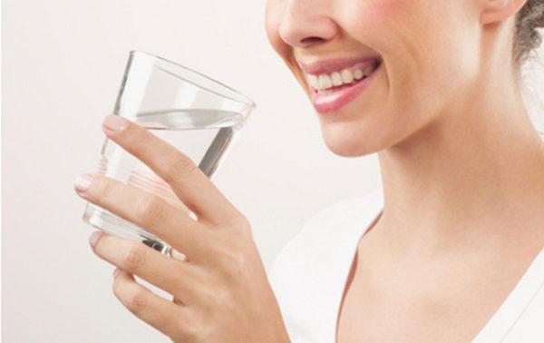 Утром перед сдачей анализа нужно воздержаться от еды и пить только воду