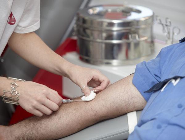 Кровь на анализ берут из вены в утреннее время