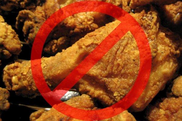 Важно питаться правильно, исключая из рациона жареную пищу – это позволит обезопасить себя от такой патологии