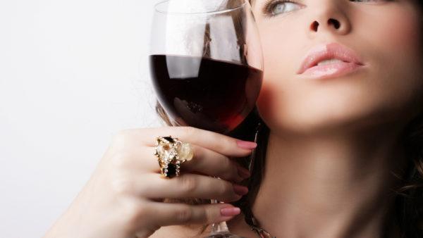 Не стоит совмещать женскую «Виагру» и алкоголь