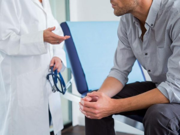 Мужчинам старше 40 лет нужно посещать уролога и проходить обследование ежегодно