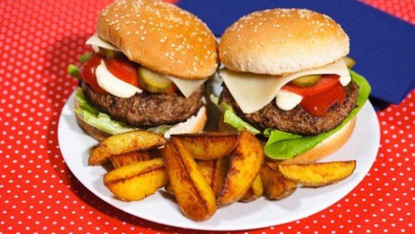Неправильное питание также является одним из провоцирующих факторов