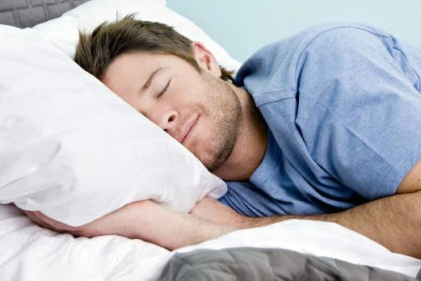 Продолжительность ночного сна должна составлять не менее 8 часов