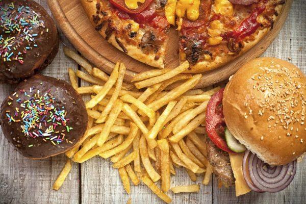 Развитию импотенции способствуют многие факторы, неправильное питание — одно из них