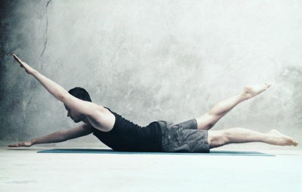 Упражнение, имитирующее плавание