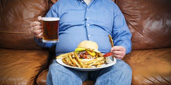 Для здоровья простаты следует ограничить употребление алкоголя, вредной пищи и меньше времени проводить на диване