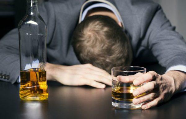 Чрезмерное употребление алкоголя плохо влияет на работу всего организма