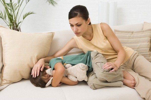 У детей симптомы такие же, как у взрослых, просто проявляются слабее
