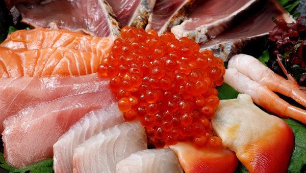 Рыба и морепродукты обладают высокой пищевой и биологической ценностью – они содержат полноценный белок, витамины А и В, богаты йодом и фосфором