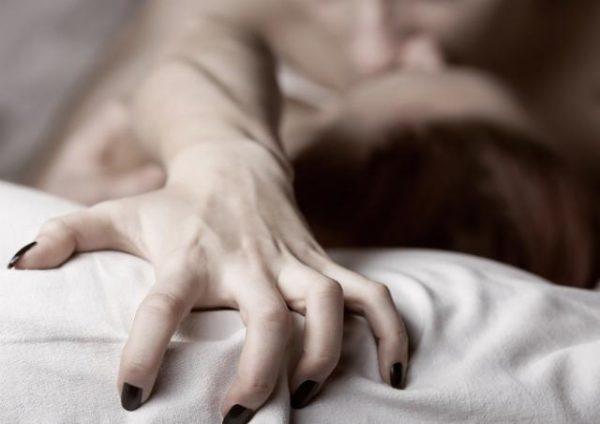 Существует теория, что женщина испытывает оргазм для того, чтобы иметь мотивацию к размножению