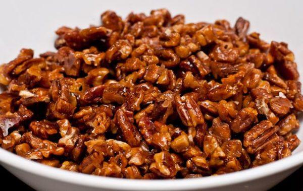 Грецкие орехи с медом можно употреблять для лечения различных органов и систем