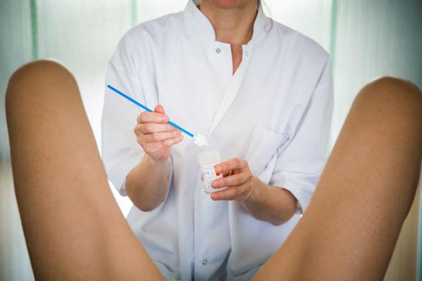 Мазок у женщин берут или из уретры, или из влагалища