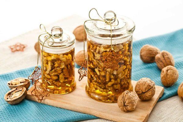 Мед и грецкие орехи очень полезны для всего организма