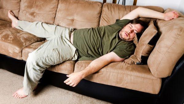 Малоподвижный образ жизни и наличие лишнего веса могут поспособствовать развитию такой болезни