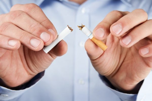 Желательно как можно быстрее бросить курить