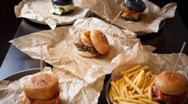 Жирные и пряные продукты лучше исключить из рациона